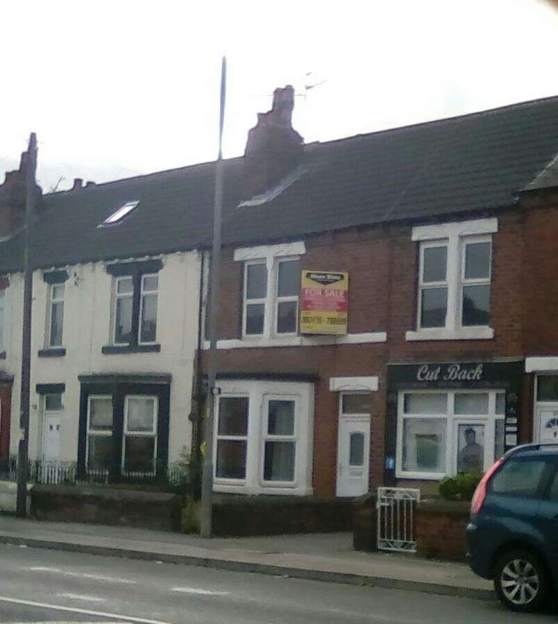 3 Bedrooms Terraced House for sale in Castleford Road, Normanon WF6