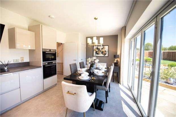 3 Bedrooms Detached House for sale in Old Wokingham Road, Crowthorne, Berkshire