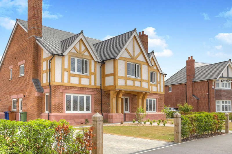 5 Bedrooms Detached House for sale in Lancastrian Way, Woodford, Stockport, SK7
