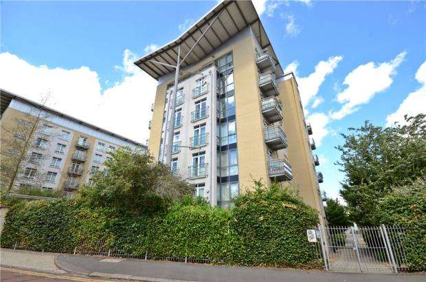 2 Bedrooms Apartment Flat for sale in The Meridian, Kenavon Drive, Reading