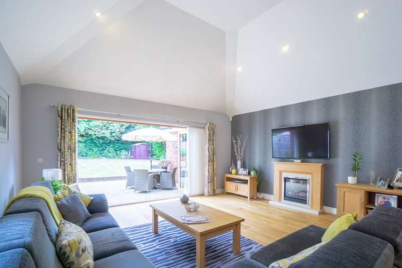 4 Bedrooms Detached House for sale in Garden Walk, Royston, SG8
