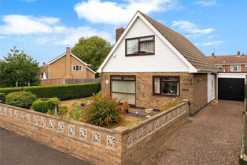 3 Bedrooms Detached Bungalow for sale in St Benedicts Close, Cranwell Village, Sleaford, Lincolnshire, NG34