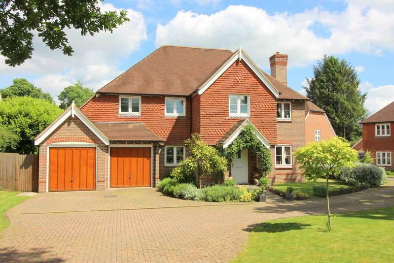 5 Bedrooms Detached House for sale in Watercress Way, Medstead, Hampshire