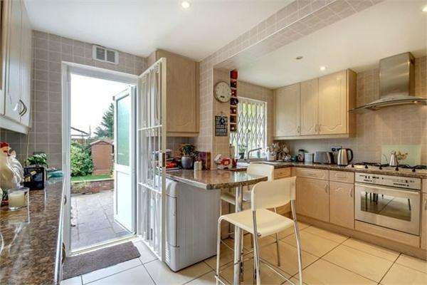 3 Bedrooms Semi Detached House for sale in Cullingworth Road, London