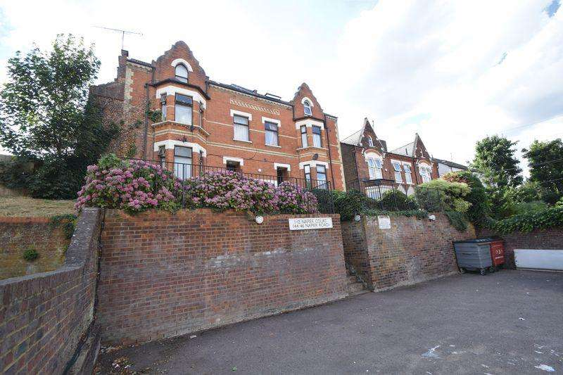 2 Bedrooms Flat for sale in Napier Court, Napier Road