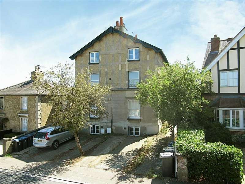 2 Bedrooms Flat for sale in New Road, Bengeo, Herts, SG14