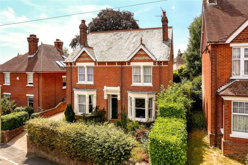 4 Bedrooms Detached House for sale in Queens Road, Alton, Hampshire, GU34