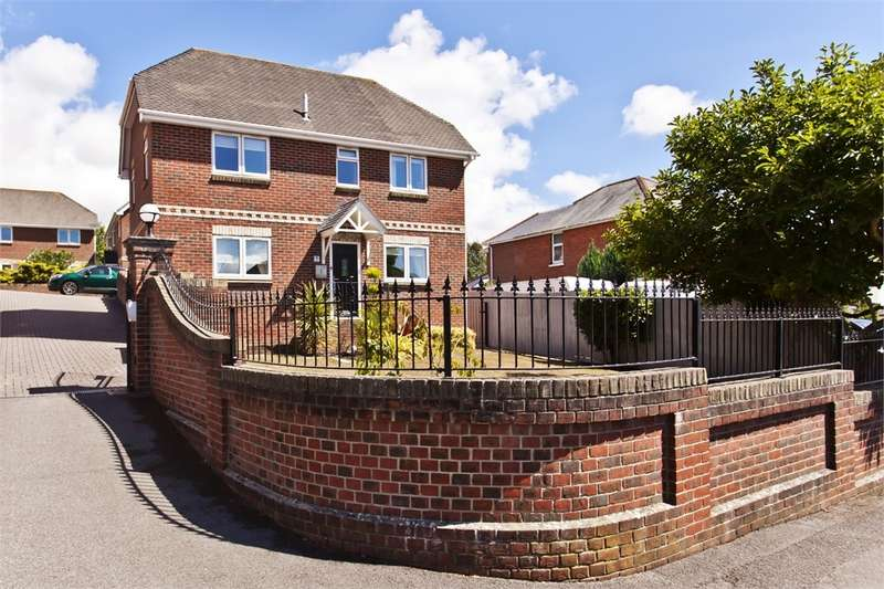 4 Bedrooms Detached House for sale in The Spinney, 31 Winston Avenue, POOLE, Dorset