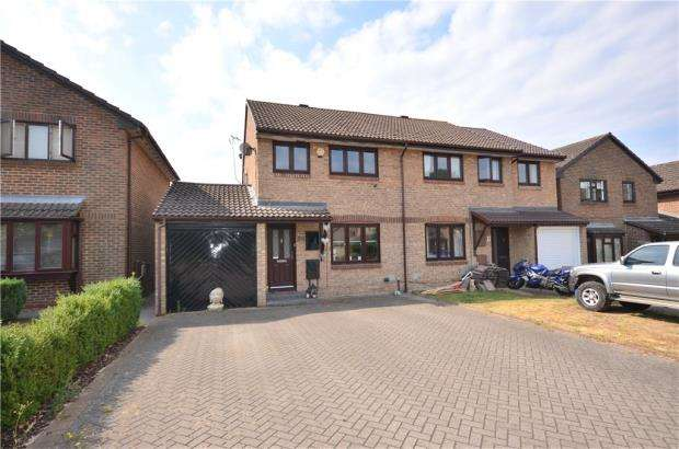 2 Bedrooms Semi Detached House for sale in Fordwells Drive, Bracknell, Berkshire