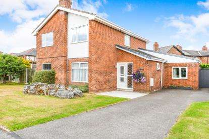 4 Bedrooms Detached House for sale in Swanage Close, Warrington, Cheshire