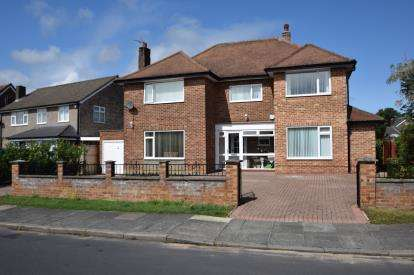 5 Bedrooms Detached House for sale in Rockwood Road, Calverley, Pudsey, West Yorkshire