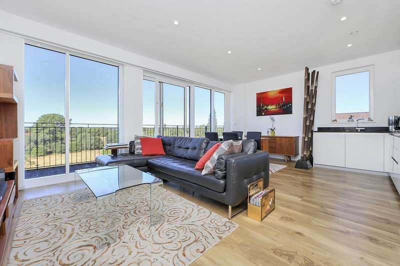2 Bedrooms Flat for sale in Dowding Drive, London SE9