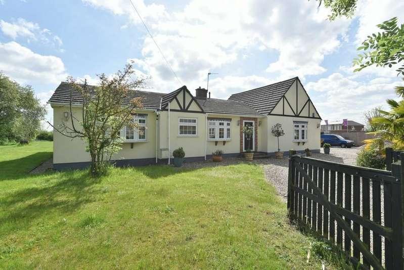 4 Bedrooms Detached Bungalow for sale in Halstead Hill, Goffs Oak