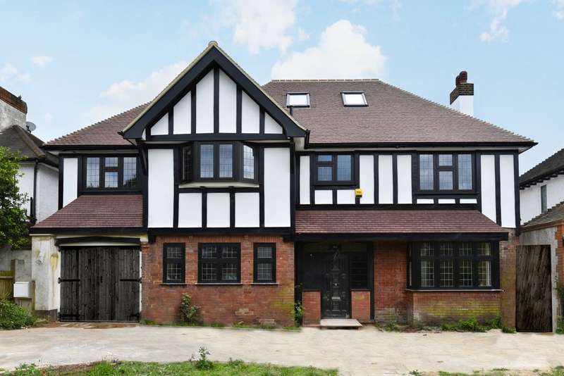 6 Bedrooms Detached House for sale in North Park London SE9