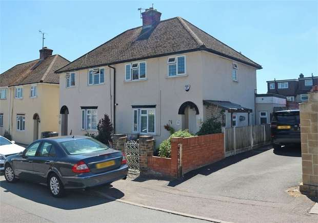 3 Bedrooms Semi Detached House for sale in Wharf Road, Broxbourne, Hertfordshire