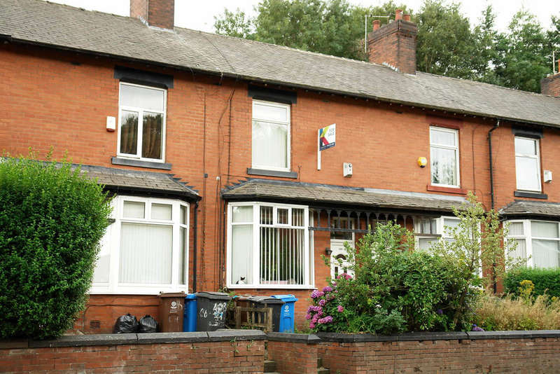 2 Bedrooms Terraced House for sale in Huddersfield Road, Oldham