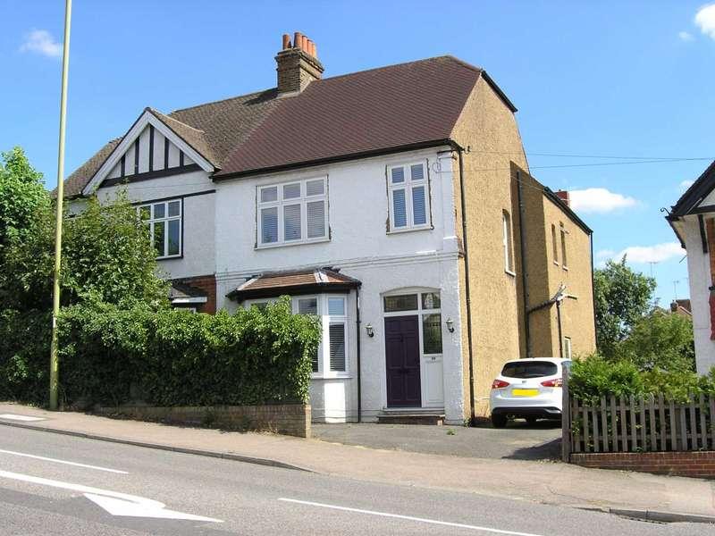 4 Bedrooms Semi Detached House for sale in Aldenham Road, Bushey
