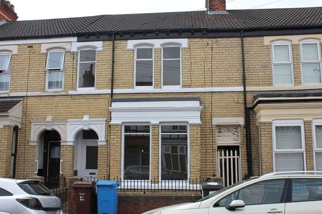 4 Bedrooms Terraced House for sale in 6 Glencoe Street, Hull HU3 6HS. Large traditional mid terrace property off Anlaby Rd.