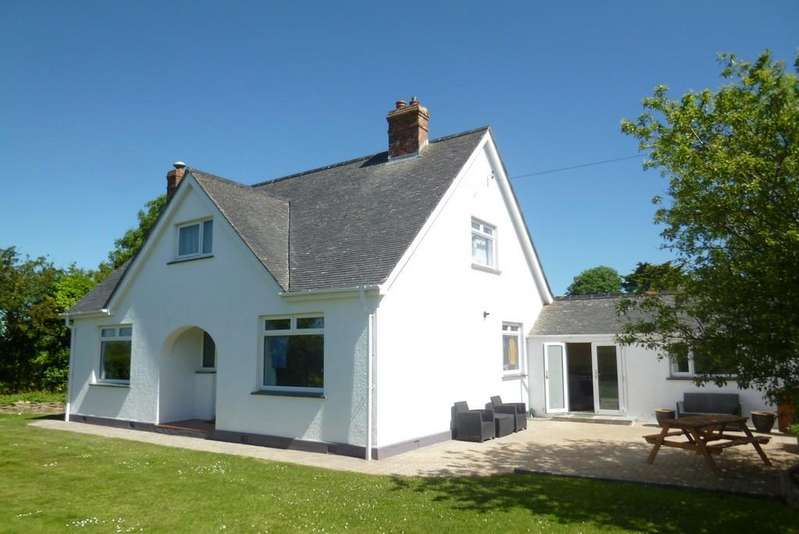 4 Bedrooms Detached Bungalow for sale in Red Lane, Rosudgeon, Penzance