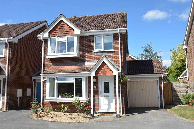 3 Bedrooms Link Detached House for sale in Exbury Way, Andover