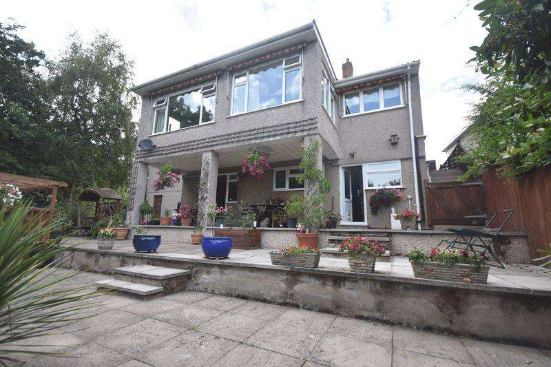 3 Bedrooms Detached House for sale in Charnhill Crescent, Mangotsfield