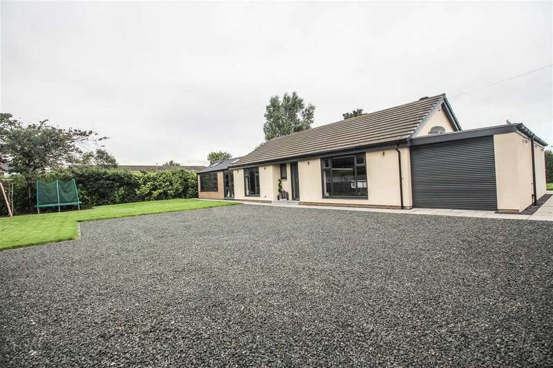 4 Bedrooms Bungalow for sale in Hesleyside, South Farm, Cramlington