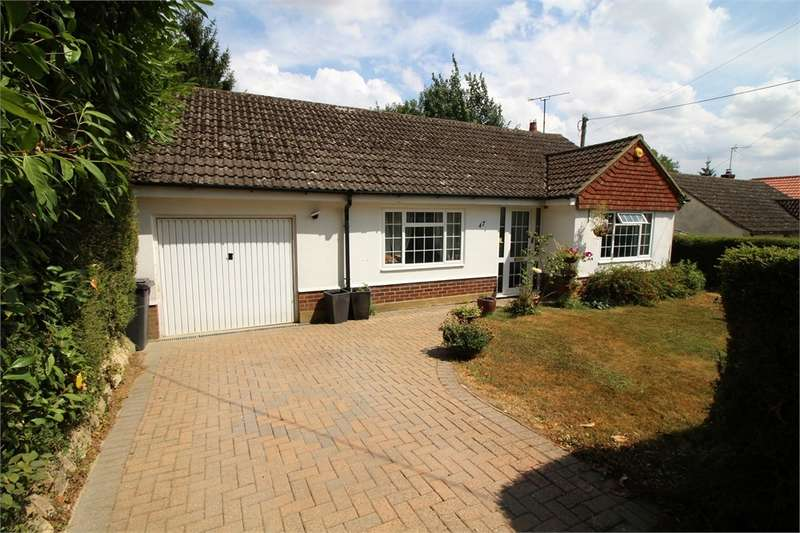 2 Bedrooms Detached Bungalow for sale in The Avenue, Mortimer Common, Reading