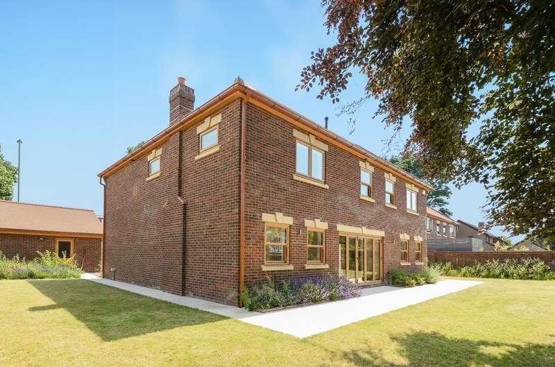 5 Bedrooms Detached House for sale in Langstone Road, Havant, PO9