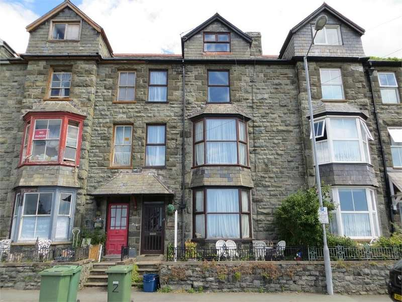 4 Bedrooms Semi Detached House for sale in Kings Crescent, Barmouth, Gwynedd, Wales
