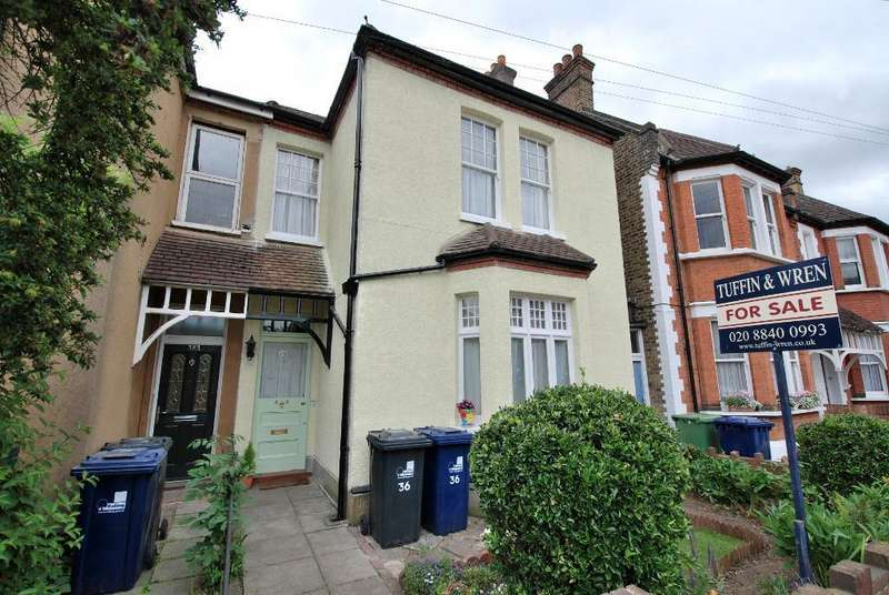 3 Bedrooms Semi Detached House for sale in Campbell Road, Hanwell, London, W7 3EB