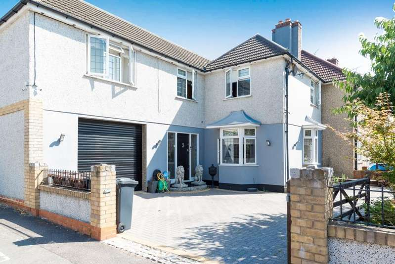 4 Bedrooms End Of Terrace House for sale in Valence Wood Road, Dagenham, RM8