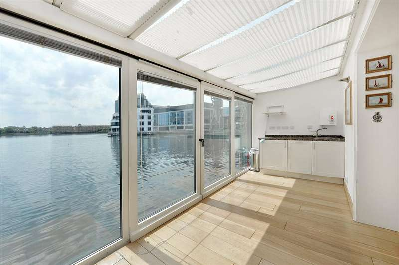 2 Bedrooms Flat for sale in Pepper Street, London