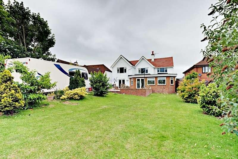 4 Bedrooms Detached House for sale in Cranmore Lane, Aldershot, GU11