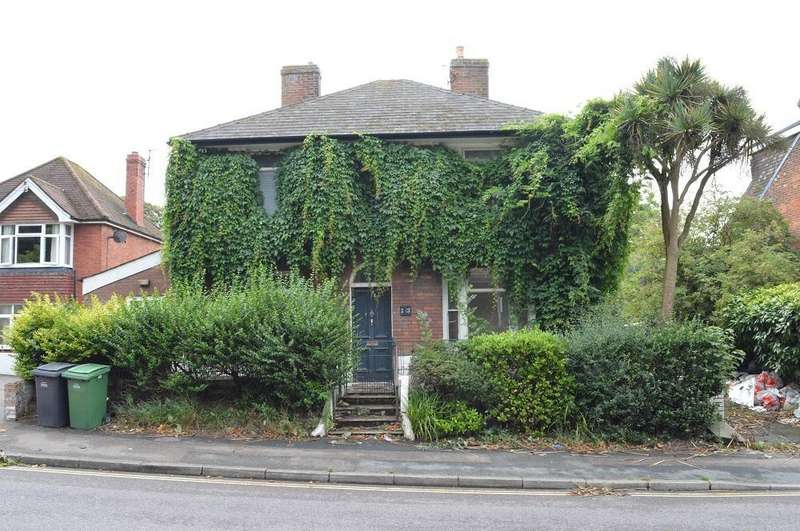 4 Bedrooms Detached House for sale in Old London Road, Hastings, East Sussex, TN35 5LY
