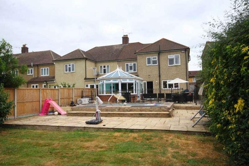 5 Bedrooms Semi Detached House for sale in Marlborough Gardens, Upminster
