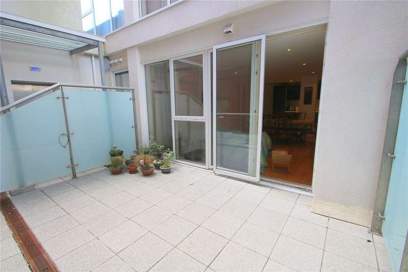 3 Bedrooms Apartment Flat for sale in Airpoint, Skypark Road, Bristol, BS3