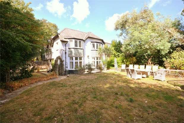 4 Bedrooms Cottage House for sale in Gervis Road, East Cliff, Bournemouth