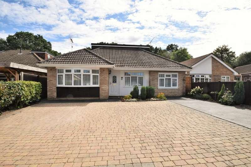 4 Bedrooms Detached Bungalow for sale in Frogmore Grove, Blackwater, Camberley