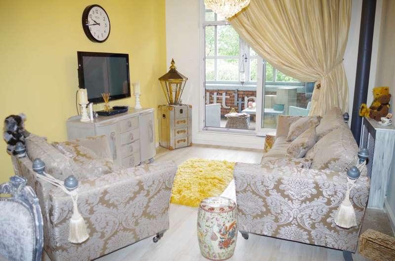 2 Bedrooms Retirement Property for sale in Blackburn Road, Astley Bridge