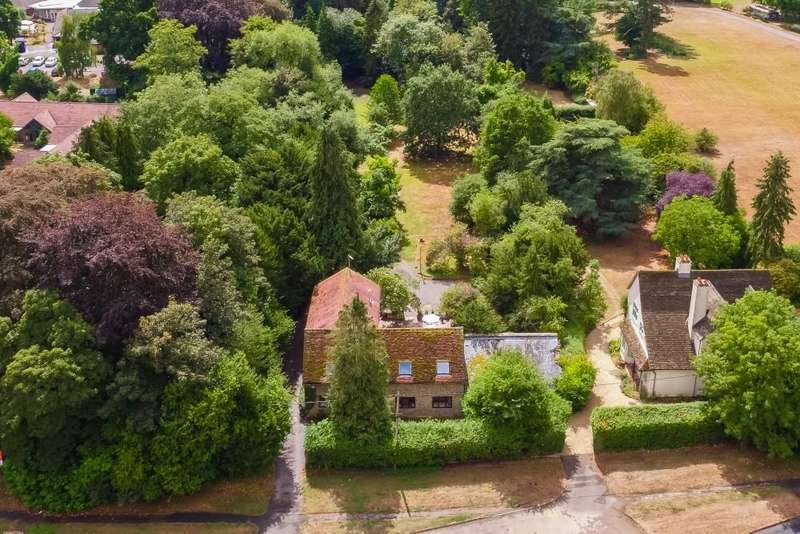 5 Bedrooms Detached House for sale in Abingdon Road, Burcot