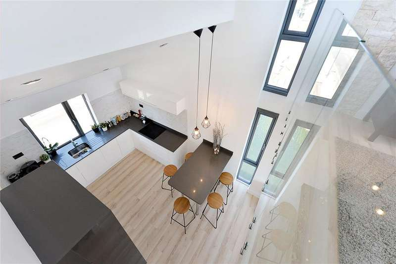 2 Bedrooms Flat for sale in Lewis House, Cold Harbour, London