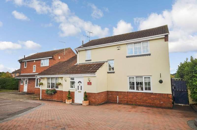 4 Bedrooms Detached House for sale in Longridge, Colchester, CO4 3FD