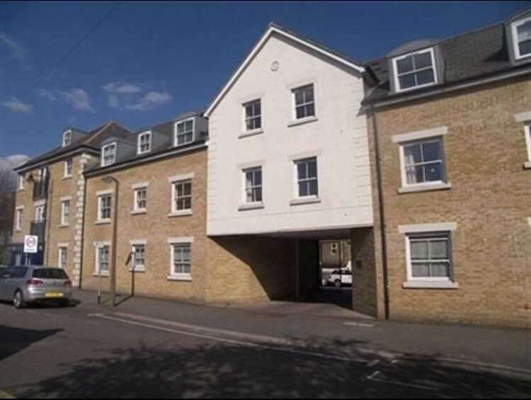 2 Bedrooms Apartment Flat for rent in George Court, Kings Place, Buckhurst Hill