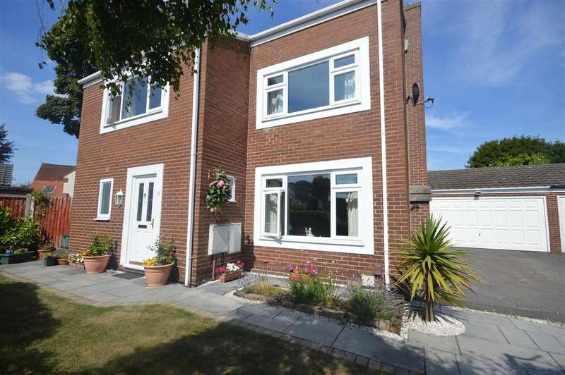 5 Bedrooms Detached House for sale in Broadlake, Willaston, Neston
