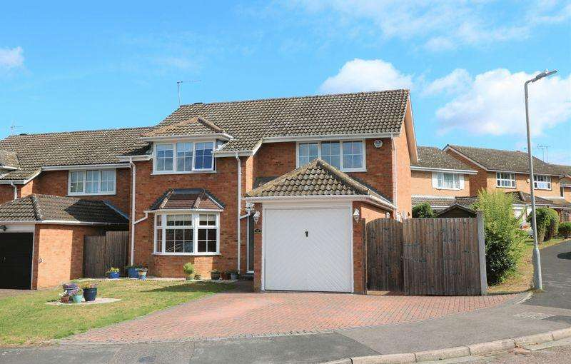 4 Bedrooms Detached House for sale in Sunnycroft, Downley Village
