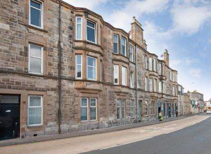 2 Bedrooms Flat for sale in Main Street, Largs