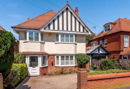 4 Bedrooms Detached House for sale in Harwich, Essex