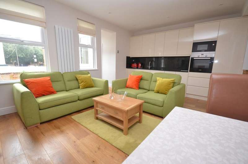 3 Bedrooms Flat for sale in Mallet Road Hither Green SE13