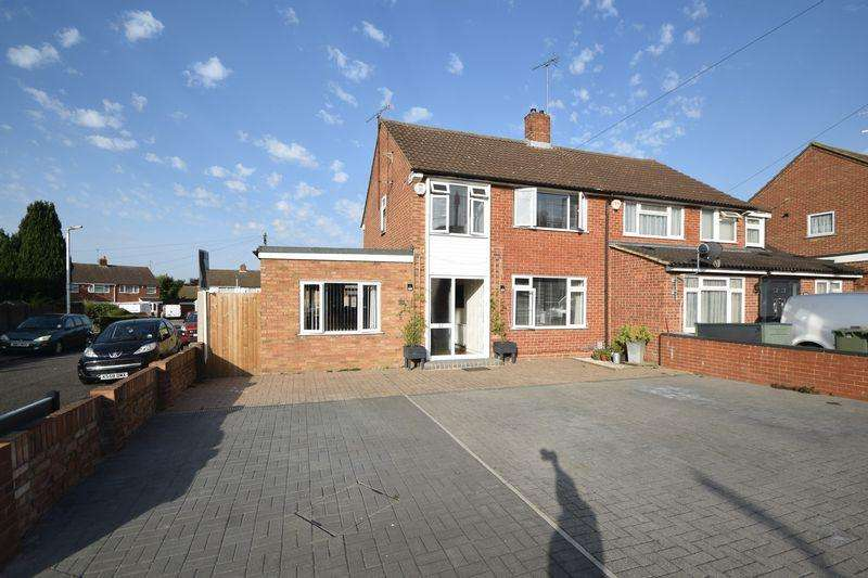 3 Bedrooms Semi Detached House for sale in Brandreth Avenue, Dunstable
