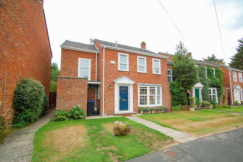 3 Bedrooms Terraced House for sale in Bentinck Close, Gerrards Cross, SL9